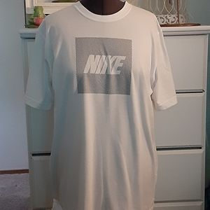 🦋 Nike mens T-shirt